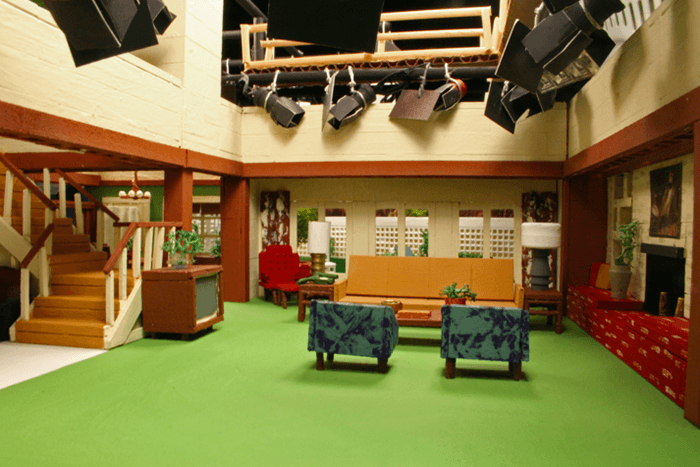 This Artist Turns Classic Tv Sets Into Stunning Tiny Dioramas