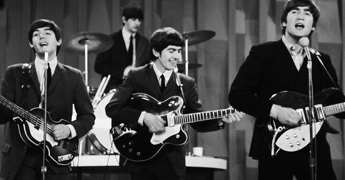 A Beatles az I Wanna Hold Your Hand-et játssza az Ed Sullivan Showban